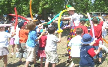 THE FAVOURITE CHILDREN ENTERTAINER SURREY